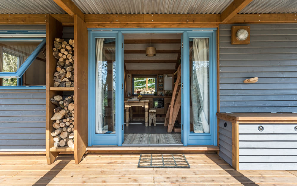 Off-grid timber cabin